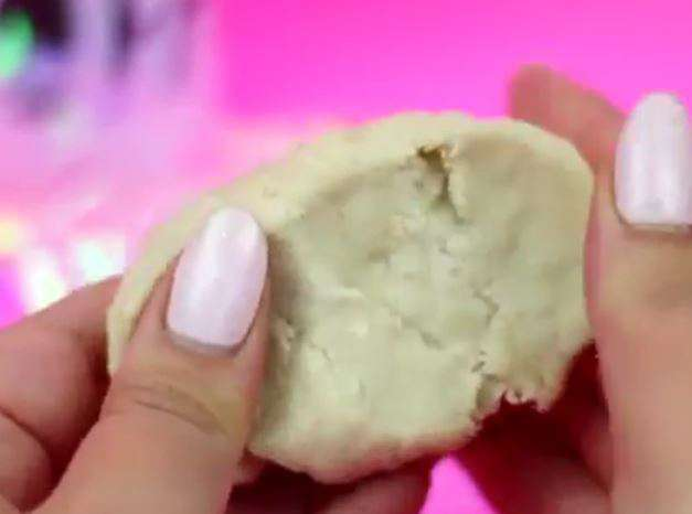 How to Make Clay from Bread (6)