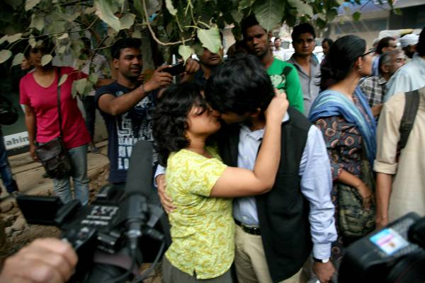 Things Banned in India- Kiss or PDA