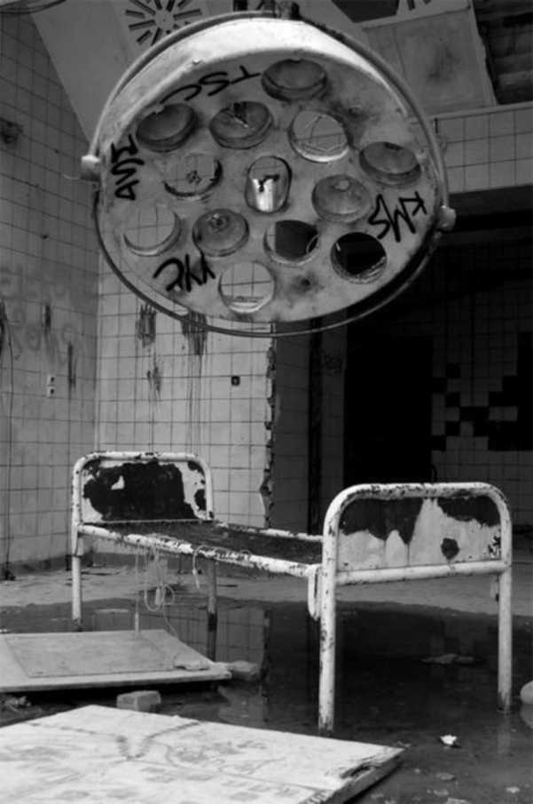 Abandoned-Places-In-The-World-Hospital-bed-–-Chernobyl-Ukraine