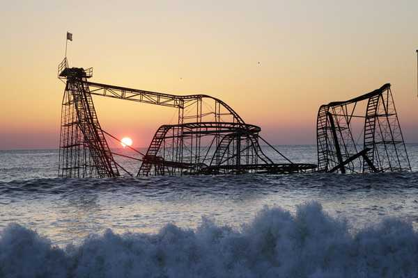 Abandoned-Places-In-The-World-Jet-star-seas-side-rollercoaster-New-Jersey