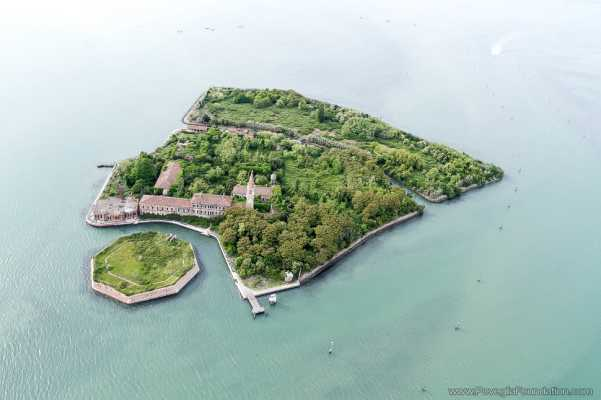 Abandoned-Places-In-The-World-Poveglia-island-Italy