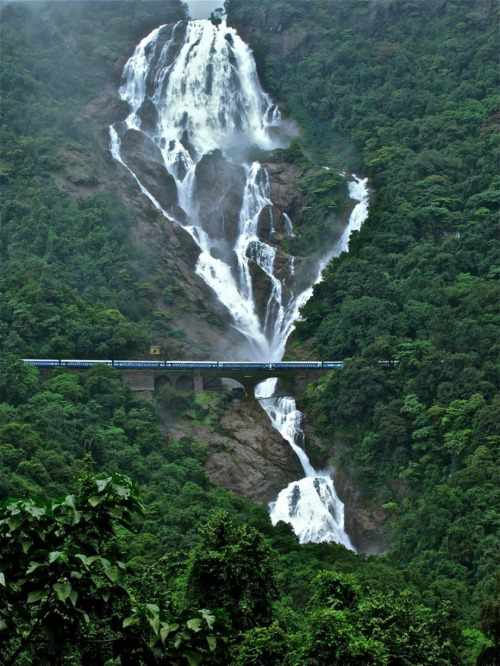 Amazing-Places-In-India-Dudhsagar-Falls-Goa