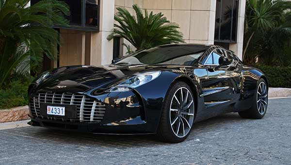 Fastest-Car-In-The-World-Aston-Martin-One-77-220mph-10