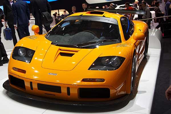 Fastest-Car-In-The-World-McLaren-F1-241mph-8