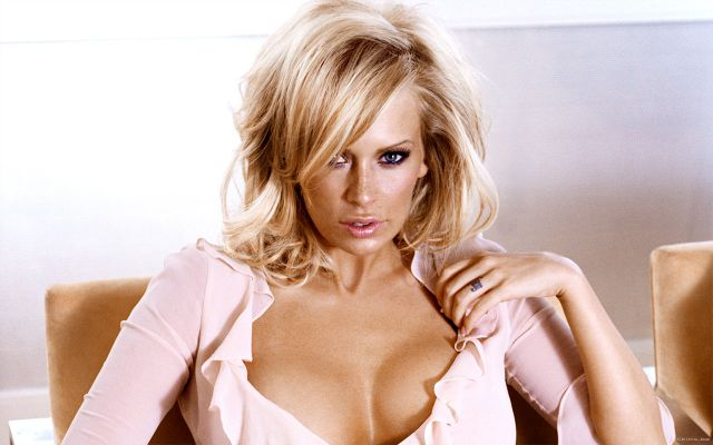 Adult-Stars-Who-Have-Worked-In-Mainstream-Movies-Jenna-Jameson