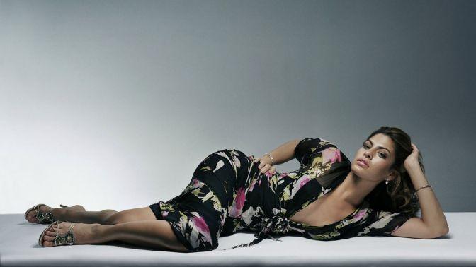 Beautiful-Curvy-Actresses-Hollywood-Eva-Mendes