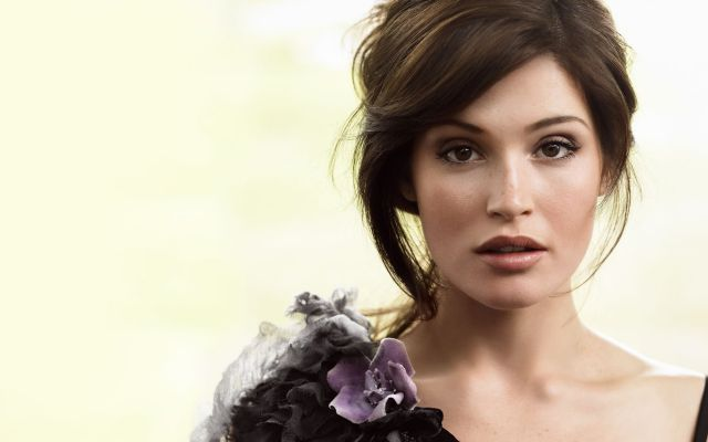 Bold-Actress-Hollywood-Gemma-Arterton
