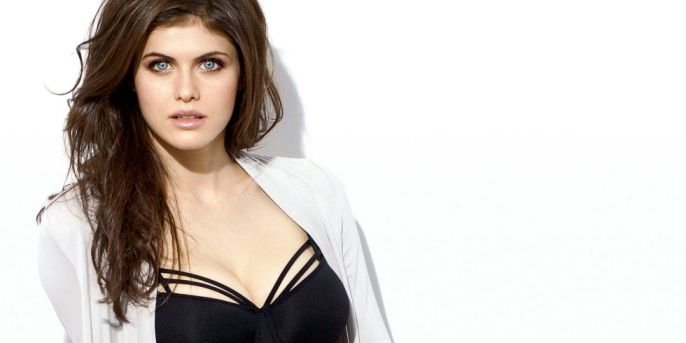 Bold-Actresses-Hollywood-Alexandra-Daddario-8