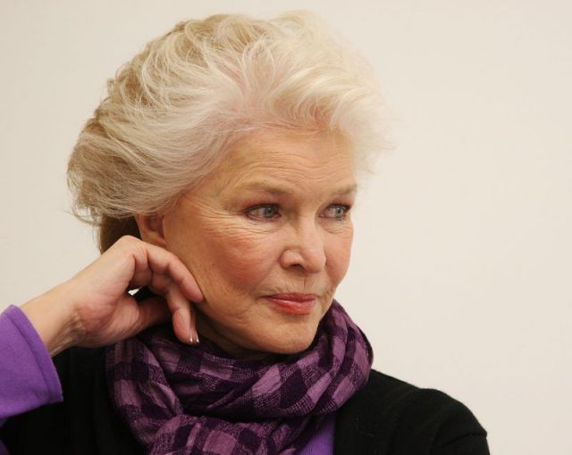 Celebrities-Who-Are-Muslim-Ellen-Burstyn