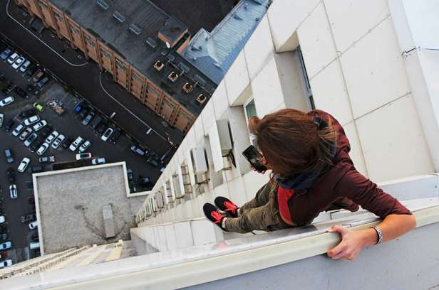 Dangerous-Photographs-Wild-Selfies-10