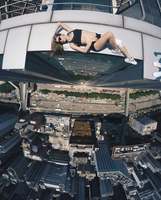 Dangerous-Photographs-Wild-Selfies-2