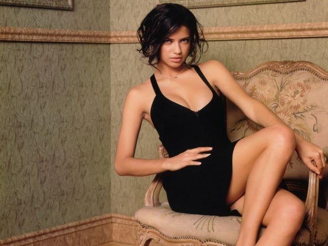 hottest-celebrity-moms-adriana-lima
