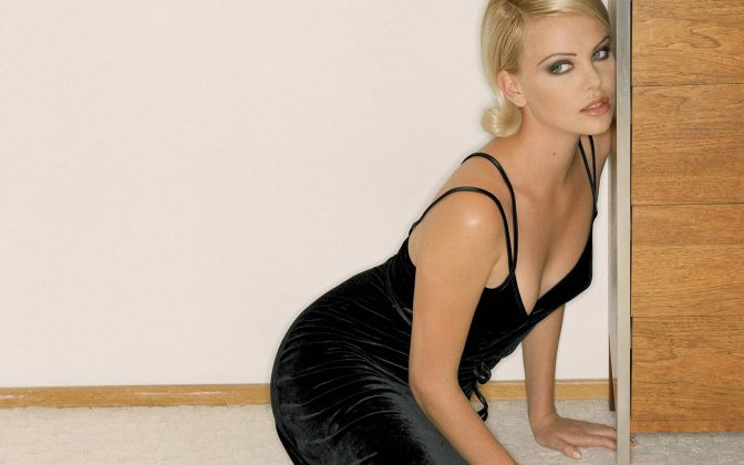 Hottest-Celebrity-Moms-Charlize-Theron