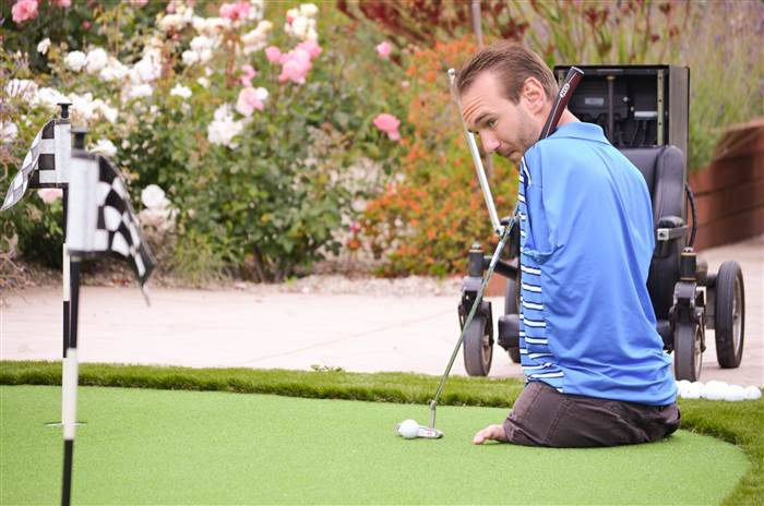 Nick Vujicic Life Without Limbs Playing Golf