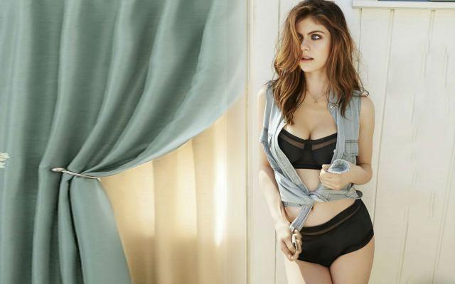 alexandra-daddario-bikini-photos-9
