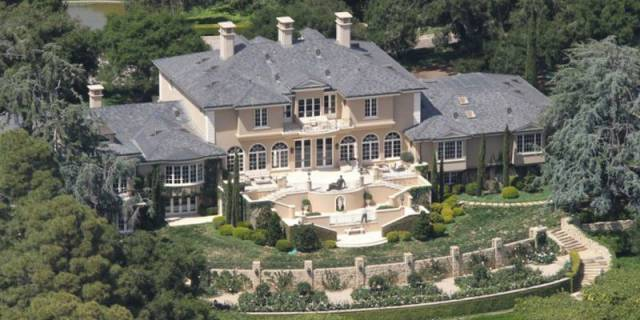 13 famous celebrity mansions that will make you jealous of for Rich homes in california