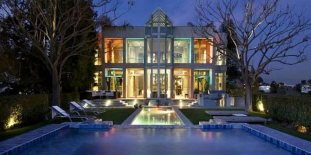 Celebrity-Mansions-Rihanna