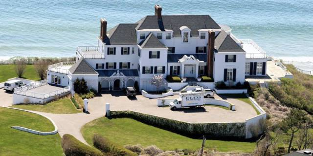 Captivating Celebrity Mansions Taylor Swift