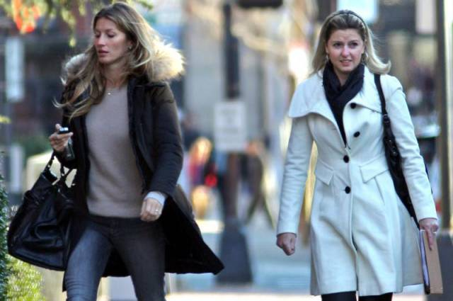 Celebrity-Twins-Gisele-and-Patricia-Bundchen