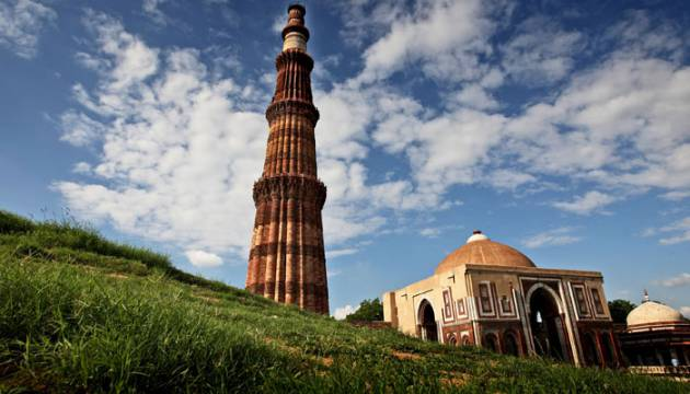 Historical-Places-In-India-Qutub-Minar