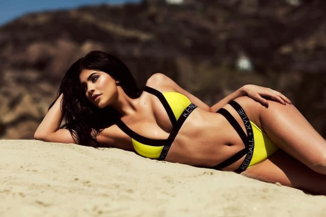 Hottest-Hollywood-Bikini-Bodies-Kylie-Jenner