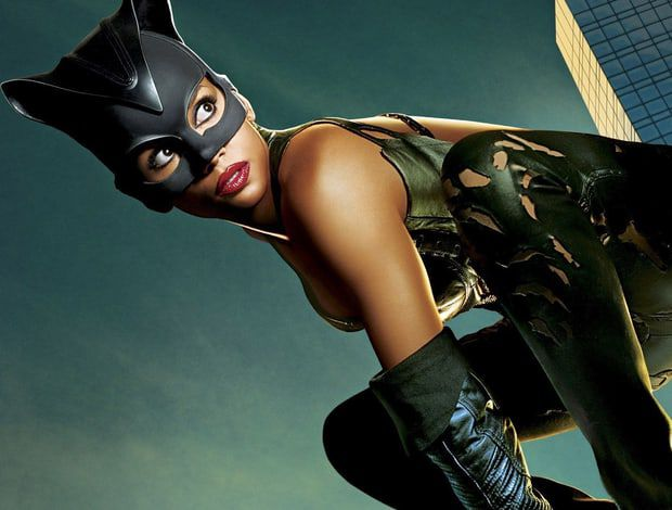 Sexiest-Hottest-Female-Superheroes-halle-berry-catwoman