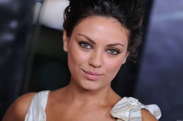 famous-celebrities-with-disabilities-Mila-Kunis-eyes-color