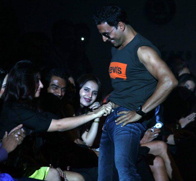 Akshay-Kumar-levis