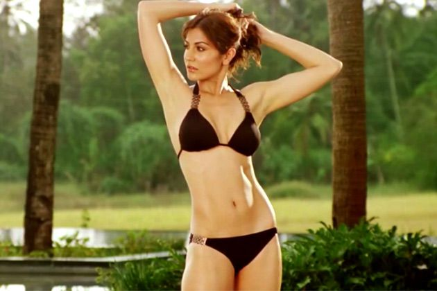 Anushka-Sharma-in-Bikini