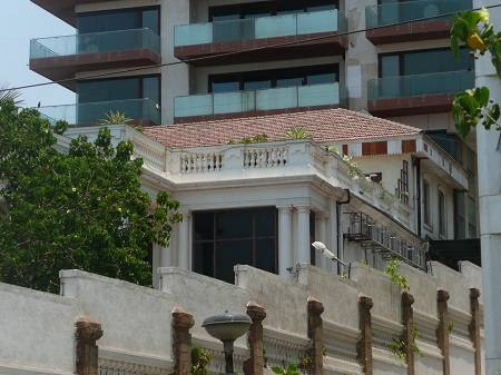 Shahrukh-Khans-house-Mannat-Side-View