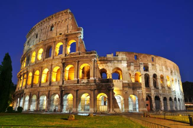 Famous-Buildings-Colosseum-Italy