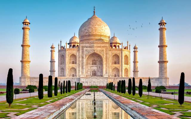 Famous-Buildings-Taj-Mahal-India