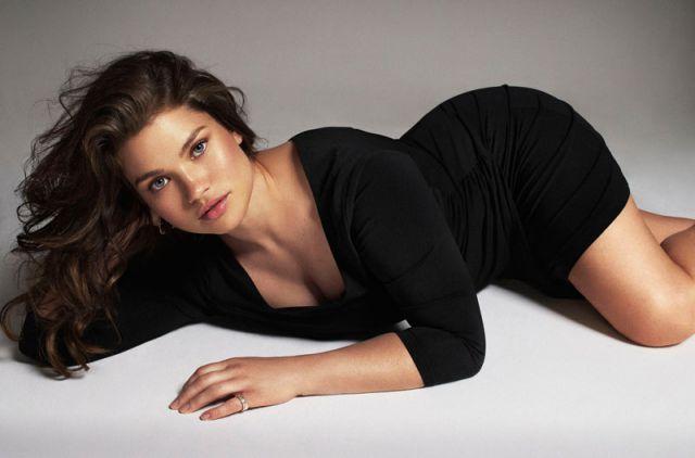 Hot-Plus-Size-Model-Tara-Lynn