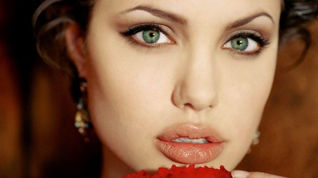 Most-Beautiful-Eyes-angelina-jolie