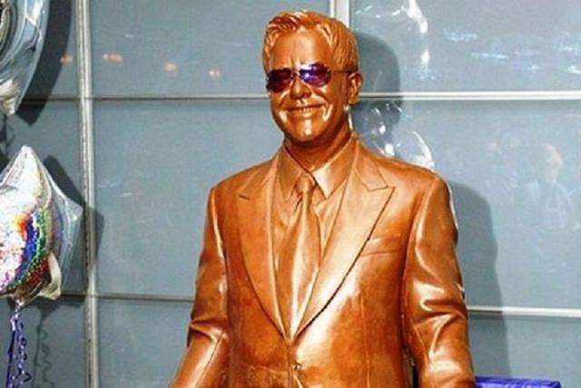 Sir-Elton-John-Made-From-Chocolate