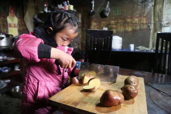 Anna-Wang-Chinese-Girl-Helping-Grand-Parents-10