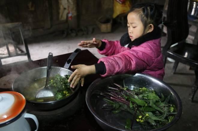 Anna-Wang-Chinese-Girl-Helping-Grand-Parents-11