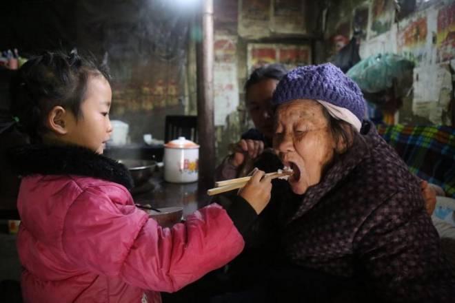 Anna-Wang-Chinese-Girl-Helping-Grand-Parents-5
