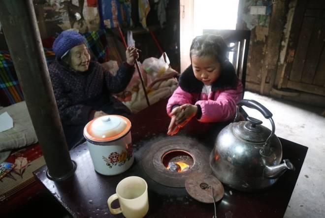 Anna-Wang-Chinese-Girl-Helping-Grand-Parents-6
