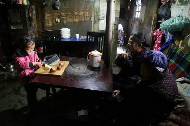 Anna-Wang-Chinese-Girl-Helping-Grand-Parents-7