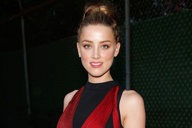 Attractive-Woman-Amber-Heard