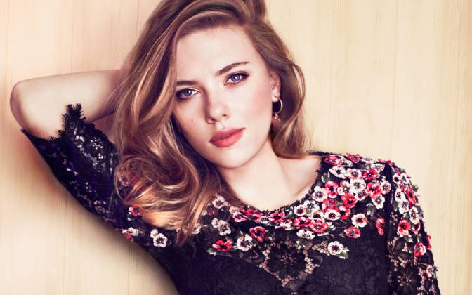 Attractive-Woman-Scarlett-Johansson