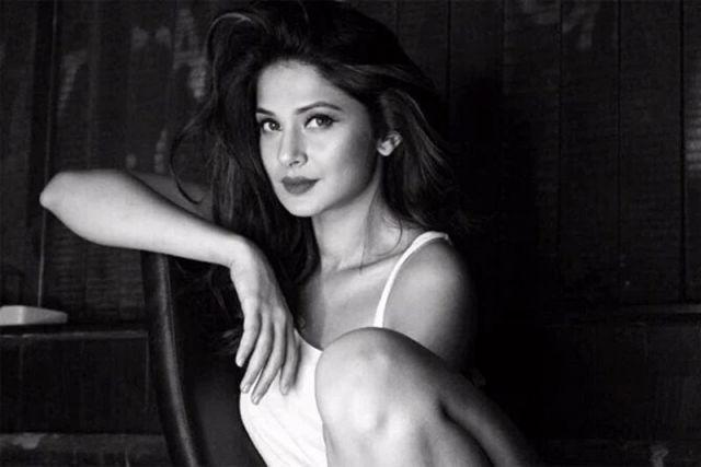 Beautiful-Indian-TV-Serial-Actress-Jennifer-Winget