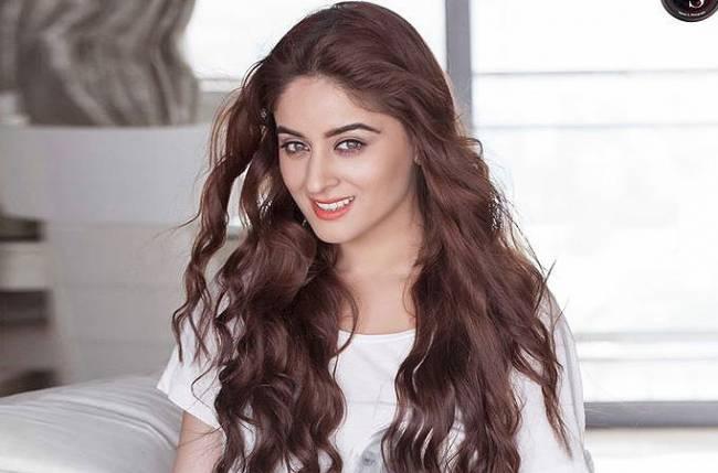 Beautiful-Indian-TV-Serial-Actress-Mahhi-Vij