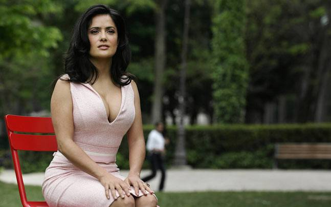 Beautiful-Older-Woman-Salma-Hayek