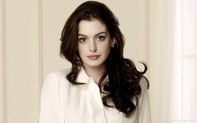 Hot-American-Actress-Anne-Hathaway