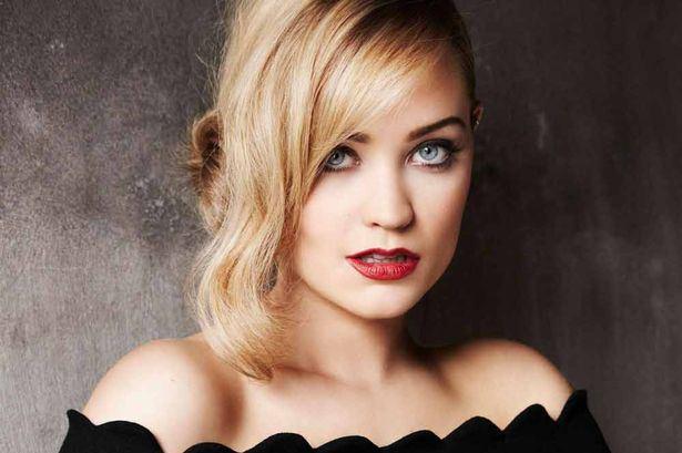 Beautiful-Irish-Woman-Laura-Whitmore