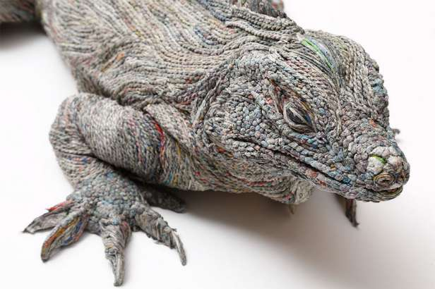 Japanese-Artist-Rolls-Newspaper-Animal-Sculptures-7