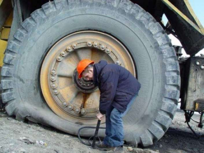 Flat-Tyre-Funny-Solutions-7