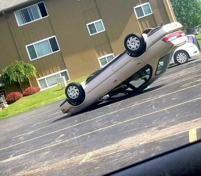 Hilarious-Car-Parking-Skills-3